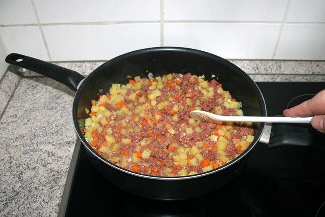 24 - Mince corned beef / Corned Beef zerkleinern