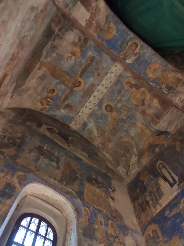 Псков -  Спасо-Преображенский Мирожский монастырь - Фрески над окном