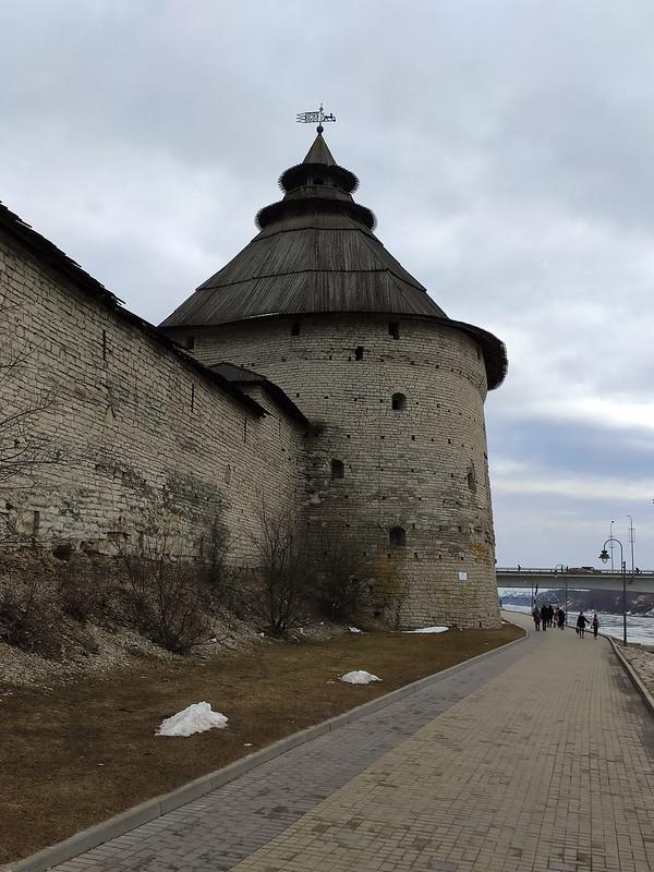 Псков - Стена у Покровской башни