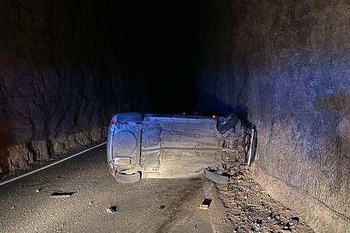 Estado en que quedó el vehículo tras volcar en la carretera GC-551