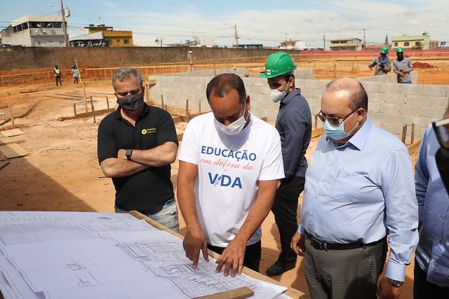 Governador Ibaneis Rocha visita obras em escolas de Ceilândia