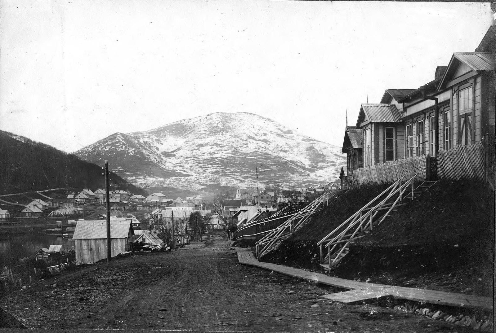 1910. Улица Большая. Вид на Мишенную сопку