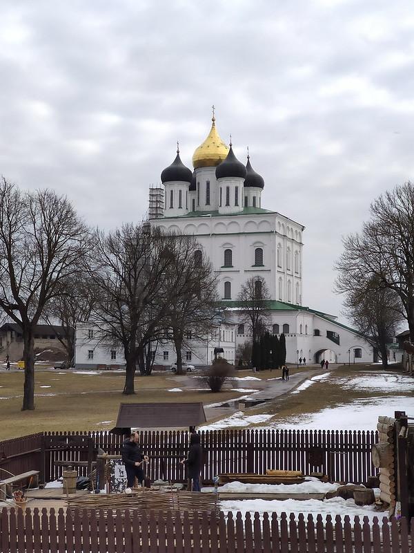 Псковский кремль (Кром) - Вид на Троицкий собор с крепостной стены