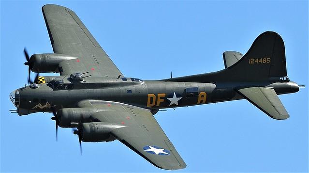 Boeing B-17G Flying Fortress Sally B 124484 Memphis Belle 124485 G-BEDF