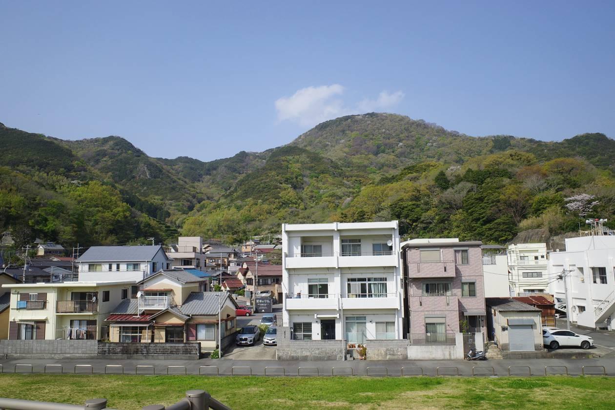 沼津アルプス縦走登山・多比バス停から眺める大平山