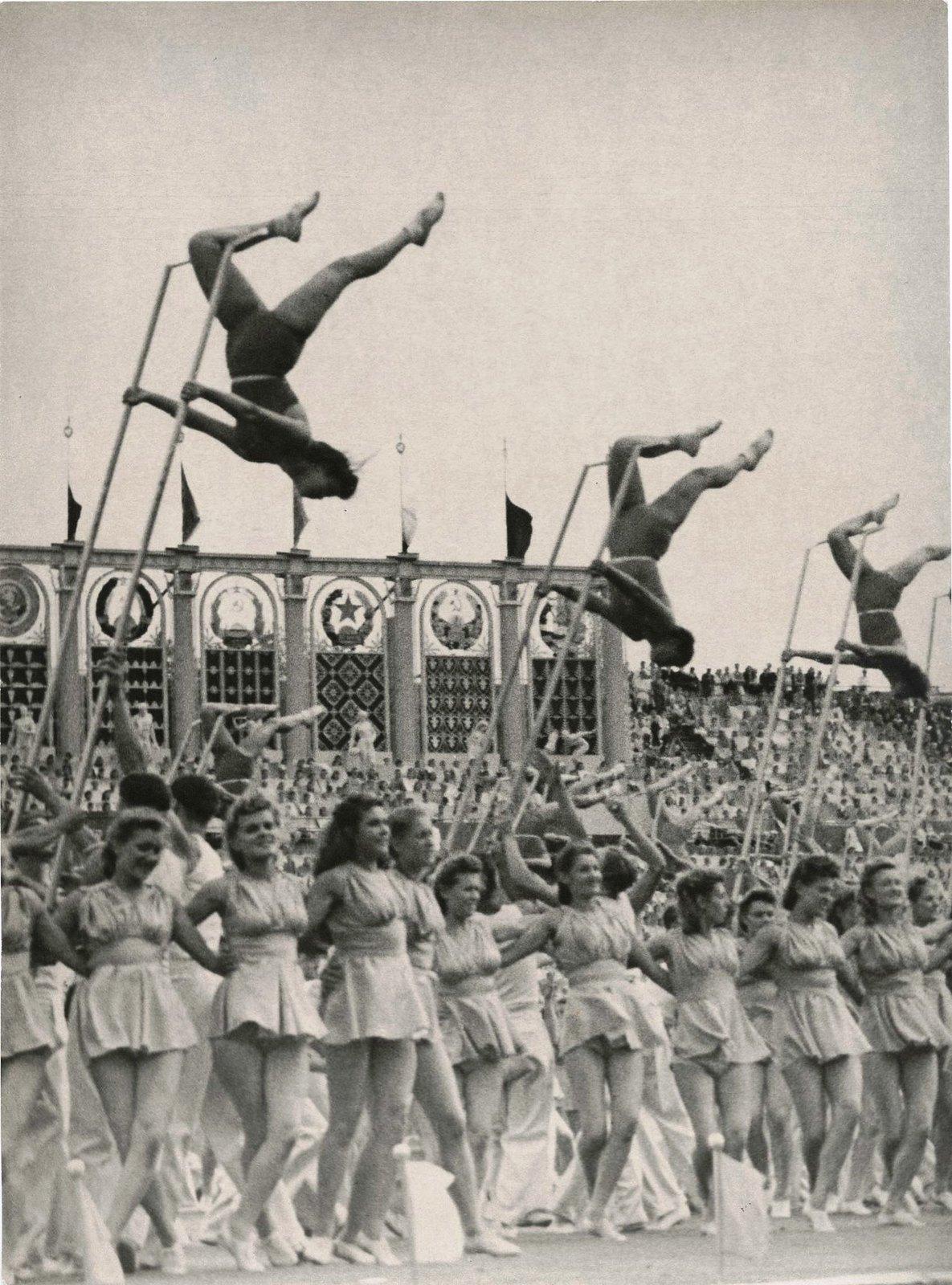 1957. VI Всемирный фестиваль молодежи и студентов, лето
