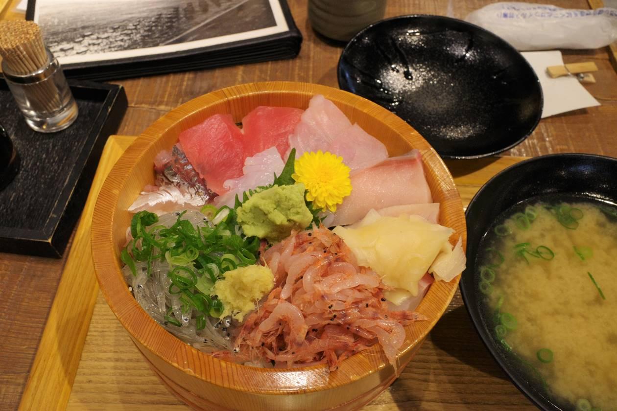 沼津かねはちの海鮮丼