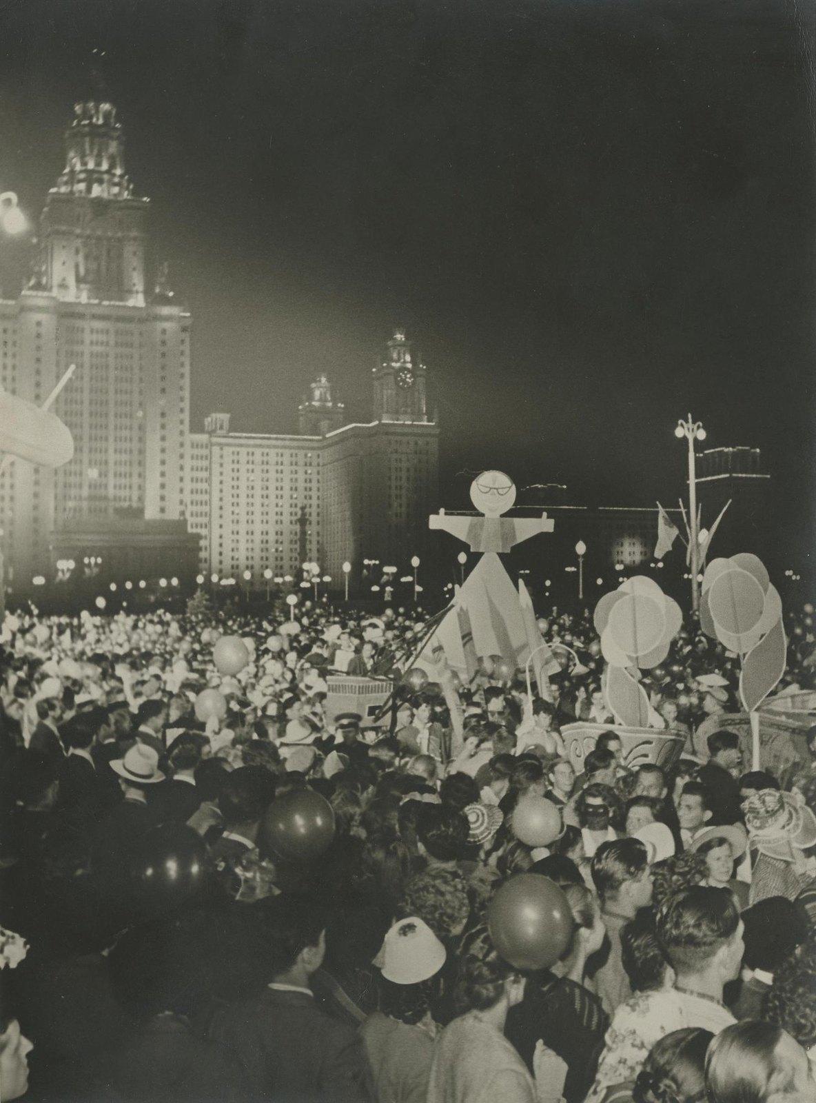 1957. В дни Всемирного фестиваля молодежи и студентов, июль - август