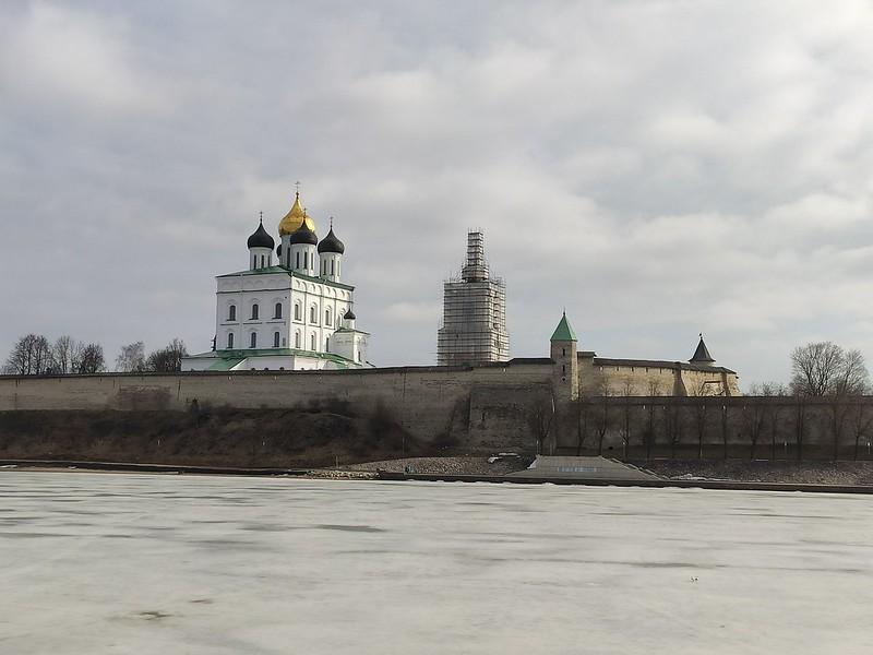 Псковский кремль (Кром) - Вид со стороны реки Великой