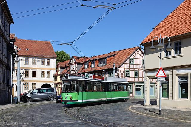 (D) Halberstadt: MF Esslingen GT4 168 auf der Linie 2 in Richtung Bahnhof nahe der Haltestelle Voigtei