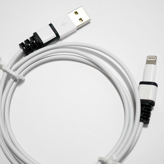 ダイソー ライトニングケーブル用 プロテクトカバー 100均 100円ショップ Cable Plug Protector