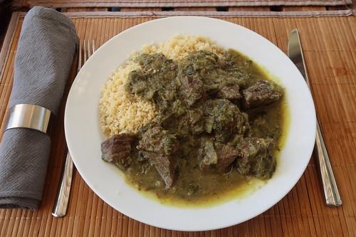 Khoresht-e Rivas = persischer Rindfleischtopf mit Rhabarber (mein erster Teller)