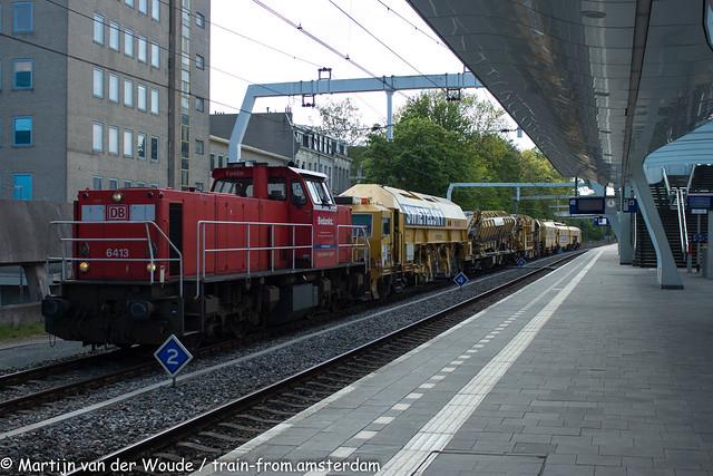 20210513_NL_Arnhem-Centraal_DB Cargo 6413 with Swietelsky equipment