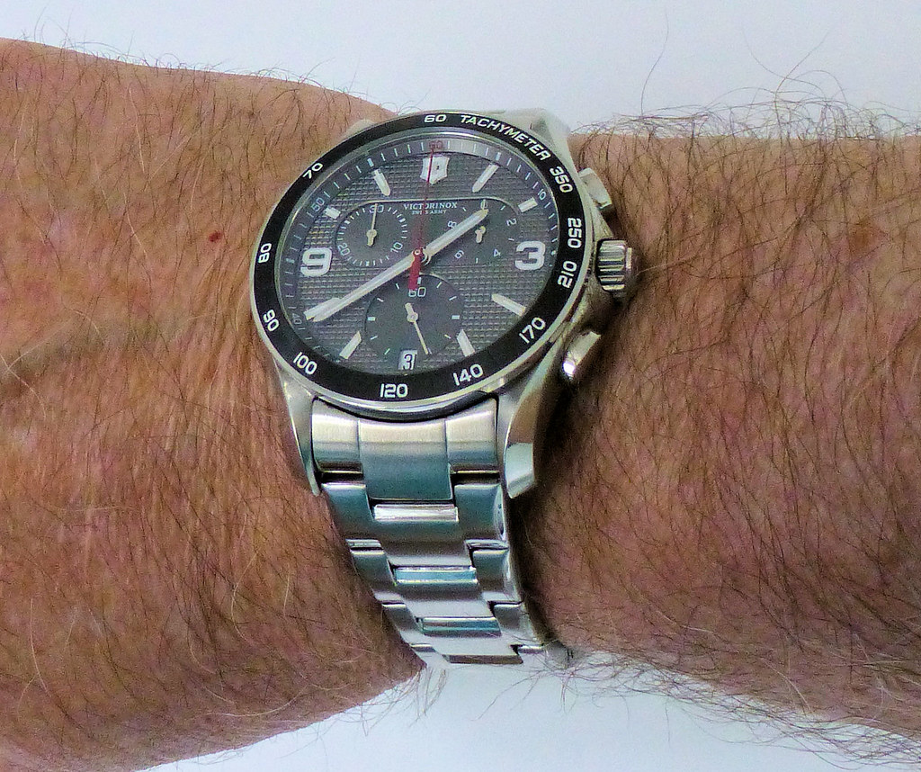 victorinox chrono bracelet wrist