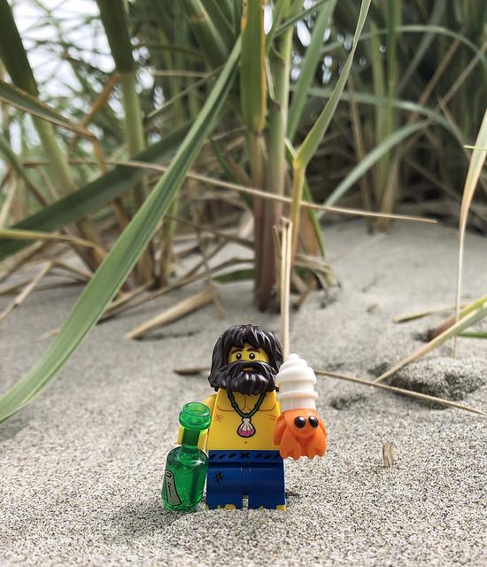 LEGO Collectible Minifigures Series 21 : Shipwreck Survivor