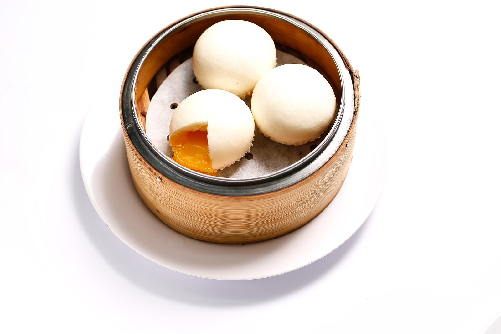 103.Steamed-Salted-Egg-Yolk-Custard-Bun-奶黄流沙包