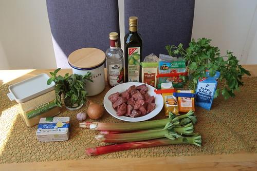 Zutaten für Khoresht-e Rivas (= persischer Rindfleischtopf mit Rhabarber)
