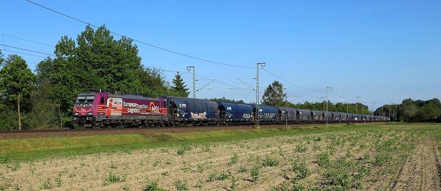 HSL 186 383 mit einem VTG Getreidewagen-Zug in Hummeldorf. (DE)