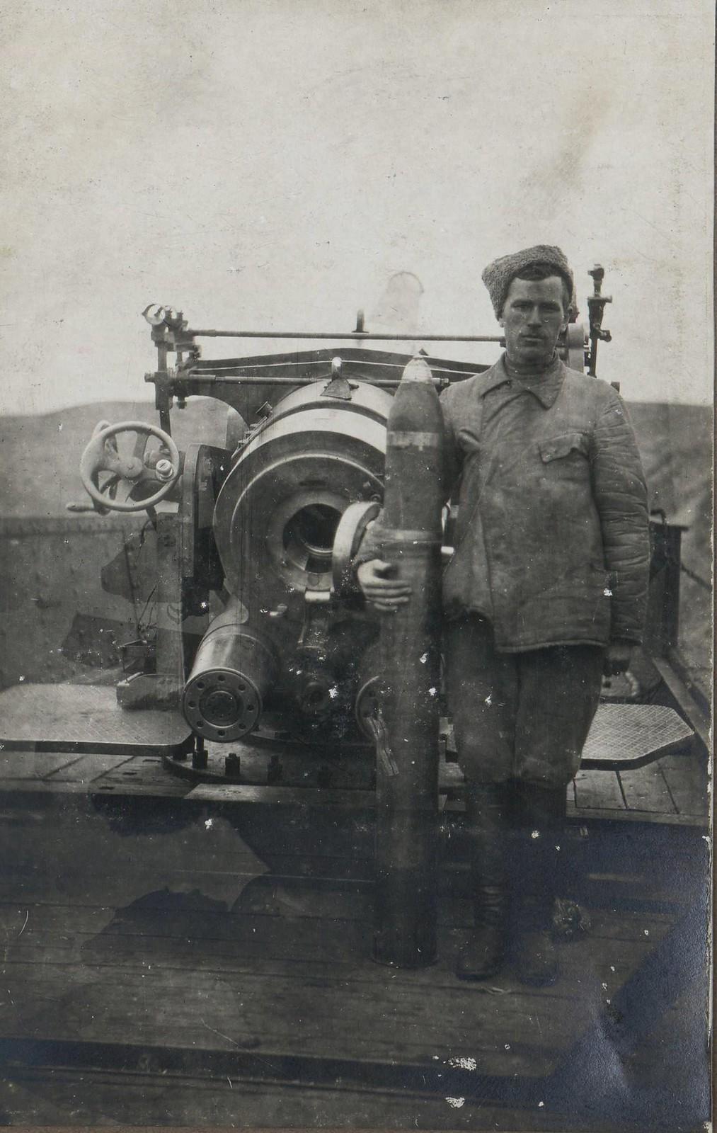 378. 1919. Платформенное орудие и артиллерист белого бронепоезда