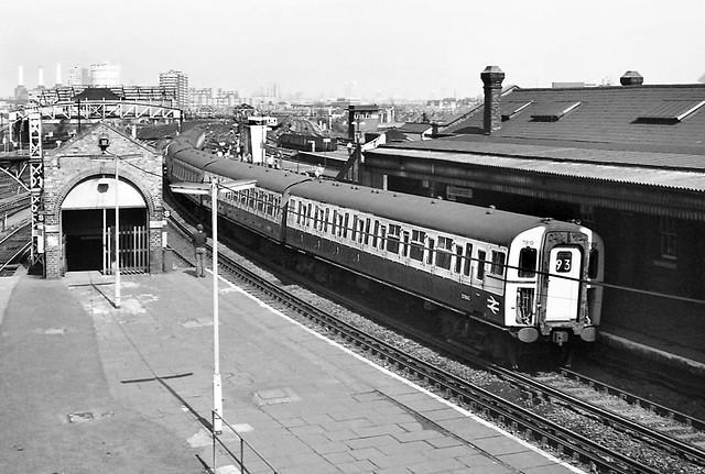 Class 423 7819, Clapham Junction - 11 Apr 1981