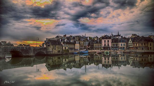 Auray, port de St Goustan au lever du jour.