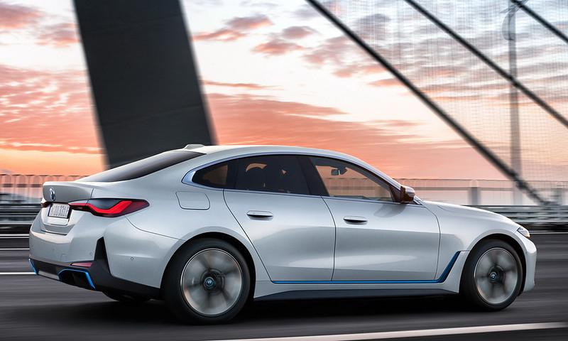 2022-BMW-i4-2