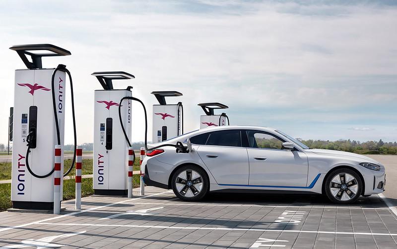 2022-BMW-i4-9
