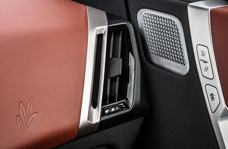 2022-BMW-ix-xDrive50-69