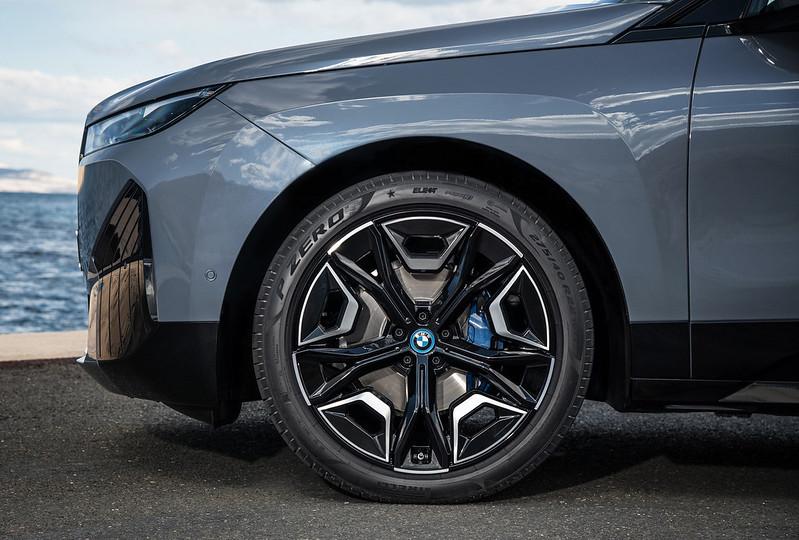 2022-BMW-ix-xDrive50-56