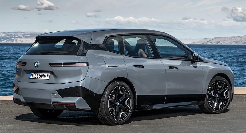 2022-BMW-ix-xDrive50-8