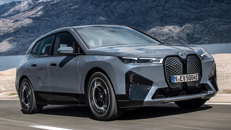 2022-BMW-ix-xDrive50-15