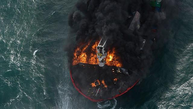 sri-lanka-ship-fire-02