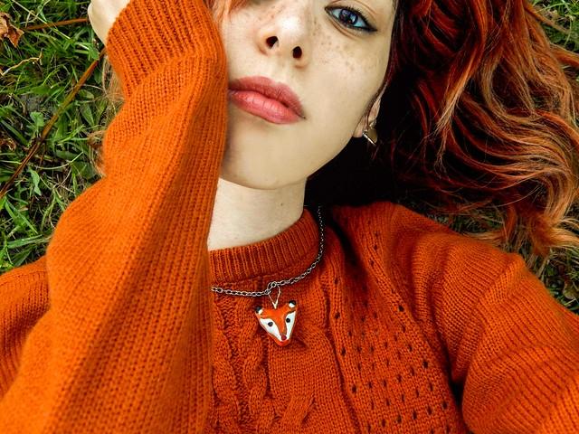 Sillabe d'ombre e foglie sull'erbe abbandonati si amano i morti.🍁🍂 - Salvatore Quasimodo