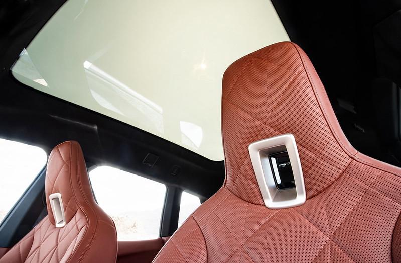 2022-BMW-ix-xDrive50-72