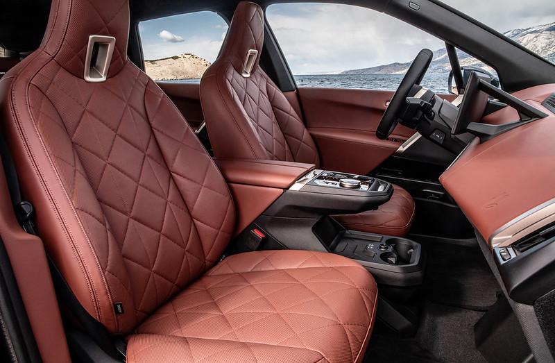 2022-BMW-ix-xDrive50-70