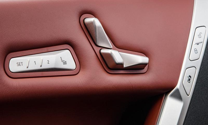 2022-BMW-ix-xDrive50-68