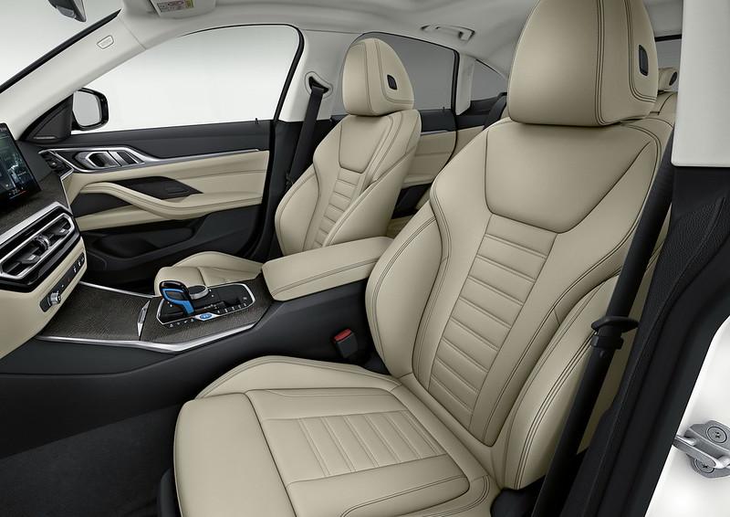 2022-BMW-i4-15
