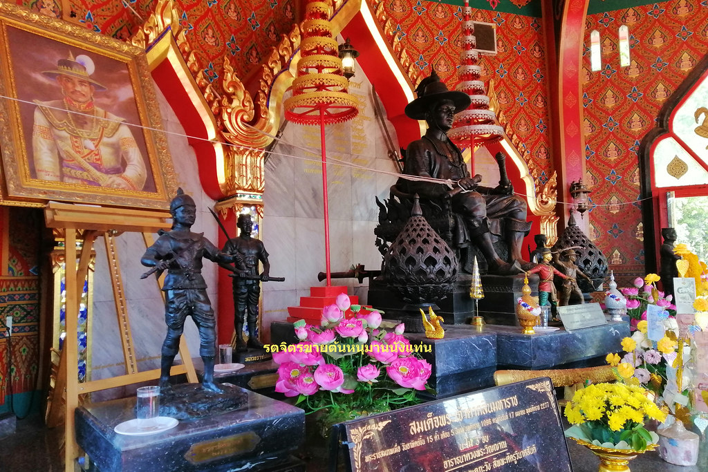 ศาลพระเจ้าตาก จันทบุรี (ฝั่งขวา)