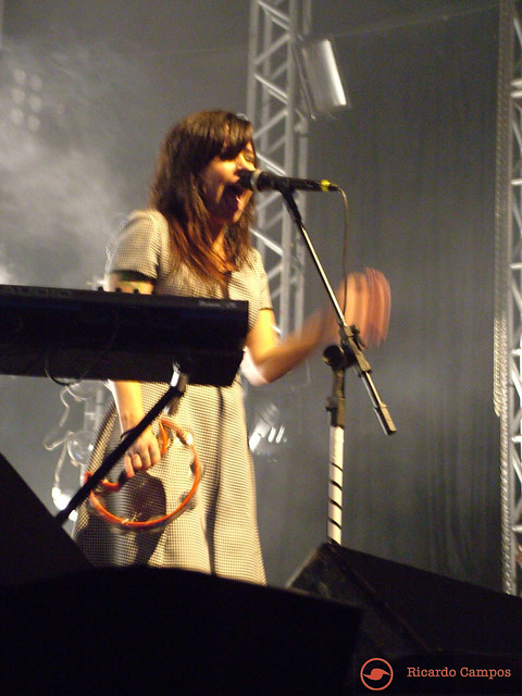 Pitty-PepsiOnStage-04-10-2009-53