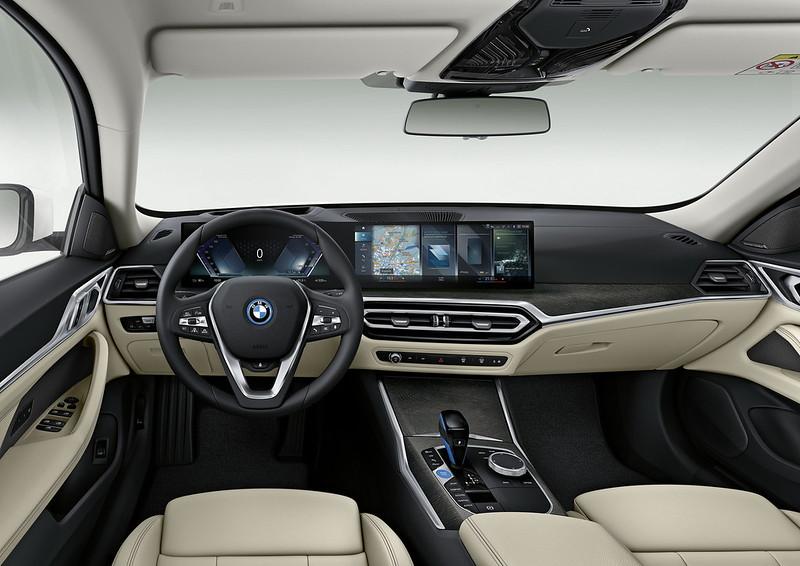 2022-BMW-i4-18