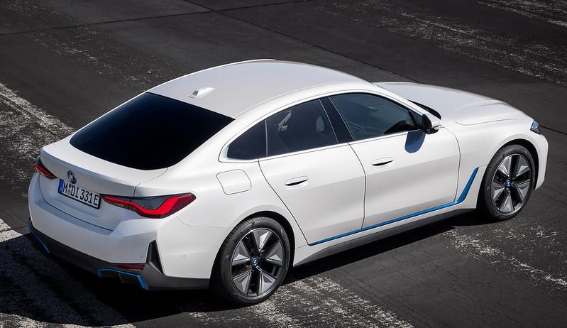 2022-BMW-i4-12
