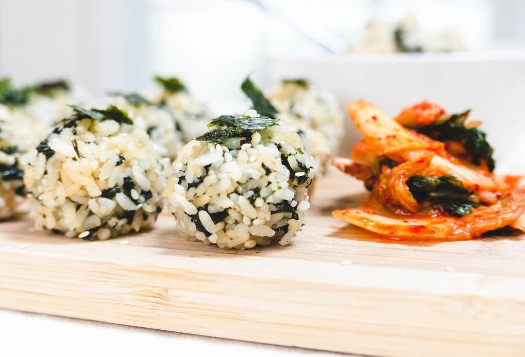 A side shot of jumeokbap with kimchi.