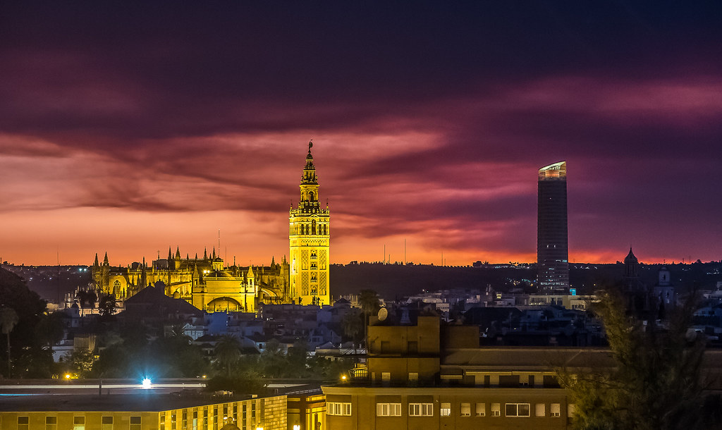 Explore!  Junio 3, 2021. Catedral. Giralda. Torre Sevilla. Sevilla. España