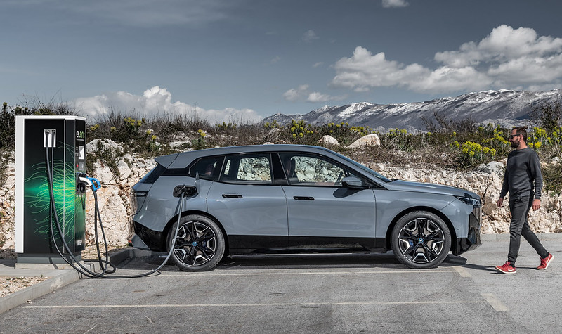 2022-BMW-ix-xDrive50-28