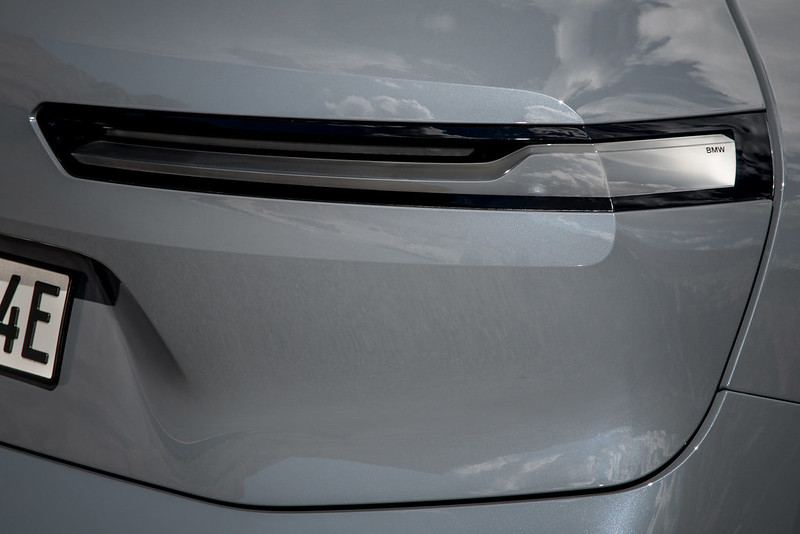 2022-BMW-ix-xDrive50-57
