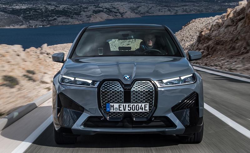 2022-BMW-ix-xDrive50-13