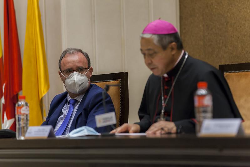 El nuncio, junto al nuevo rector