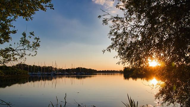 Sonnenuntergang am Seehafen