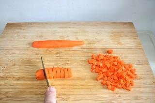 08 - Dice carrots / Möhren würfeln