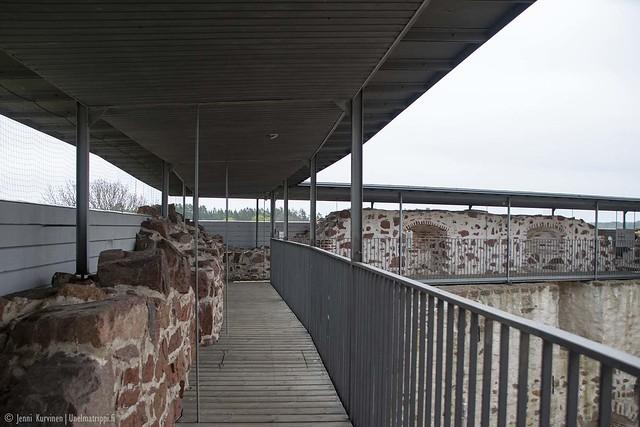 Kävelytasanne Kastelholman linnassa